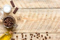 O café caseiro esfrega a vista superior no fundo de madeira Fotografia de Stock Royalty Free