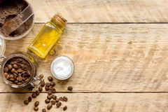 O café-chocolate do frasco esfrega a vista superior na tabela de madeira Fotografia de Stock