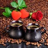 O café, corações e aumentou Fotos de Stock