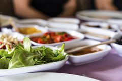 O café da manhã grego tradicional, fotografia exterior imagem de stock
