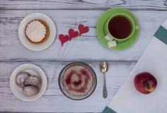 O café da manhã saboroso está pronto Imagens de Stock