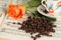 O café e aumentou Imagem de Stock Royalty Free