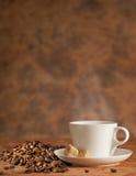 O café e seca feijões roasted Imagem de Stock Royalty Free