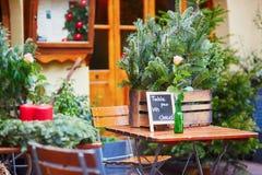 O café exterior em Strasbourg decorou para o Natal Foto de Stock Royalty Free