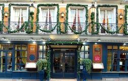 O café histórico Procope decorado para o Natal, Paris, França Fotografia de Stock