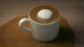 O café tem demasiado açúcar - conceito da saúde filme