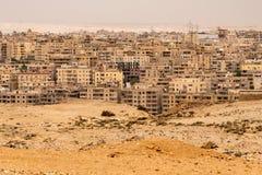 O Cairo como visto do plateou das pirâmides no guzeh, Egito foto de stock