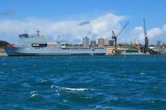 O cais do dedo com amarração da navio de guerra em bases da frota principal da marinha australiana real CORREU estabelecimentos imagens de stock royalty free