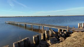 O cais médio do lago fotografia de stock