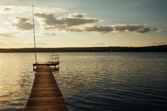 O cais no lago fotos de stock