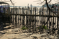 O cais velho para barcos fez o ‹do †do ‹do †do bambu, Cochin, Kerala, Índia Fotografia de Stock