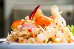 O calamar eggs a salada picante fotos de stock