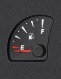 O calibre de combustível mostra o tanque vazio Fotos de Stock Royalty Free
