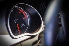 O calibre do RPM ou da velocidade é interior luxuoso do carro foto de stock royalty free