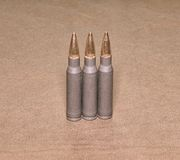 O calibre ereto de Winchester dos cartriges 308 com a caixa completa do aço das balas do revestimento do metal Imagem de Stock Royalty Free