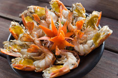 O camarão cozinhou a metade queimada Fotografia de Stock