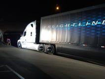 O caminhão autônomo fotografia de stock