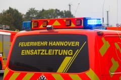 O caminhão de combate ao fogo alemão está na autoestrada Imagens de Stock Royalty Free