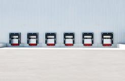 O caminhão entra a estação de ancoragem do caminhão Imagem de Stock Royalty Free