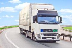 O caminhão faz uma volta Imagem de Stock