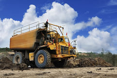O caminhão grande da água imagens de stock