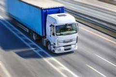 O caminhão move-se na estrada Imagens de Stock Royalty Free