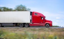 O caminhão transporta o frete Fotografia de Stock Royalty Free