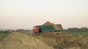 O caminhão transporta a terra filme