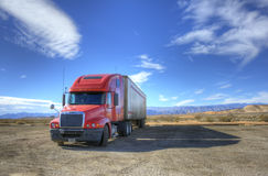 O caminhão vermelho imagens de stock royalty free