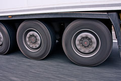 O caminhão grande roda dentro o movimento Foto de Stock Royalty Free