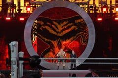 O campeão Brock Lesner de WWE e o agente Paul Heyman entram na arena Fotos de Stock