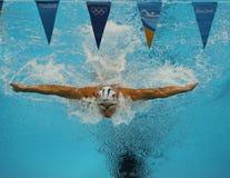 O campeão olímpico Michael Phelps do Estados Unidos compete na mistura do indivíduo do ` s 200m dos homens do Rio 2016 Jogos Olím Fotografia de Stock Royalty Free