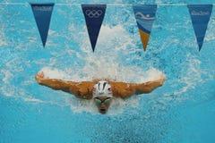 O campeão olímpico Michael Phelps do Estados Unidos compete na mistura do indivíduo do ` s 200m dos homens do Rio 2016 Jogos Olím Fotos de Stock Royalty Free