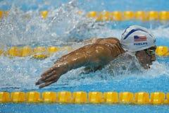 O campeão olímpico Michael Phelps do Estados Unidos nada o calor 3 da borboleta do ` s 200m dos homens do Rio 2016 Jogos Olímpico Imagem de Stock