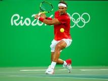 O campeão olímpico Rafael Nadal da Espanha na ação durante homens escolhe o quartos de final do Rio 2016 Jogos Olímpicos Fotos de Stock