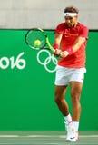 O campeão olímpico Rafael Nadal da Espanha na ação durante homens escolhe o quartos de final do Rio 2016 Jogos Olímpicos Foto de Stock Royalty Free