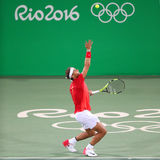 O campeão olímpico Rafael Nadal da Espanha na ação durante o ` s dos homens dobra em volta de 3 do Rio 2016 Jogos Olímpicos Fotos de Stock