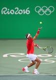 O campeão olímpico Rafael Nadal da Espanha na ação durante o ` s dos homens dobra em volta de 3 do Rio 2016 Jogos Olímpicos Fotografia de Stock