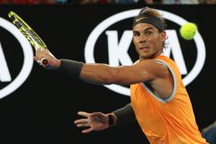 O campeão Rafael Nadal de Grand Slam de dezessete vezes da Espanha na ação durante seu fósforo de semifinal em 2019 australianos  fotografia de stock
