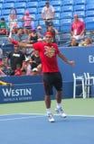 O campeão Roger Federer do grand slam de dezessete vezes pratica para o US Open em Billie Jean King National Tennis Cente Imagem de Stock
