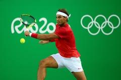 O campeão olímpico Rafael Nadal da Espanha na ação durante homens escolhe o quartos de final do Rio 2016 Jogos Olímpicos Foto de Stock