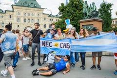 O campeonato do mundo 2018 de FIFA Argentina ventila com as bandeiras de Argentina com a inscrição Necochea fotografado com os tu fotos de stock royalty free