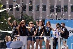 O campeonato do mundo de FIFA patrocina a parada nacional da relógio-fita da equipe de futebol das mulheres dos E.U. Imagens de Stock Royalty Free