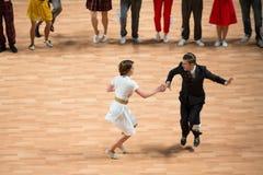 O campeonato mundial no rolo acrobático da rocha n e no mundo domina a dança-woogie Fotografia de Stock Royalty Free