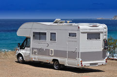 Campista estacionado na praia Foto de Stock Royalty Free