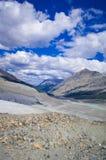 O campo de gelo de Colômbia no canadense Montanhas Rochosas, e a vista da geleira Fotos de Stock