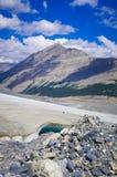 O campo de gelo de Colômbia no canadense Montanhas Rochosas, e a vista da geleira Imagens de Stock Royalty Free