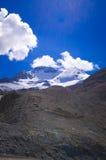 O campo de gelo de Colômbia no canadense Montanhas Rochosas, e a vista da geleira Imagem de Stock Royalty Free
