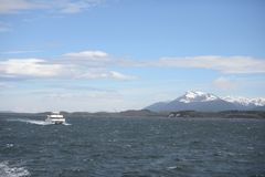 O canal do lebreiro que separa a ilha principal do arquipélago de Tierra del Fuego e que encontra-se ao sul da ilha fotografia de stock