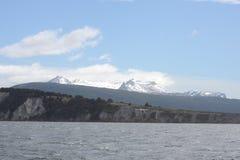 O canal do lebreiro que separa a ilha principal do arquipélago de Tierra del Fuego e que encontra-se ao sul da ilha fotografia de stock royalty free